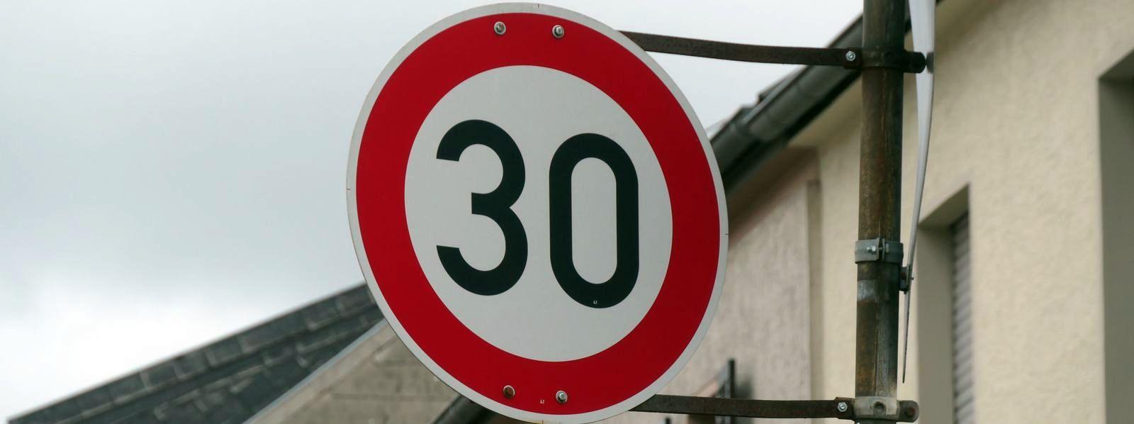 Montag bis Freitag 30 km/h an der Schule: Kein Punkt, wenn am Feiertag zu schnell