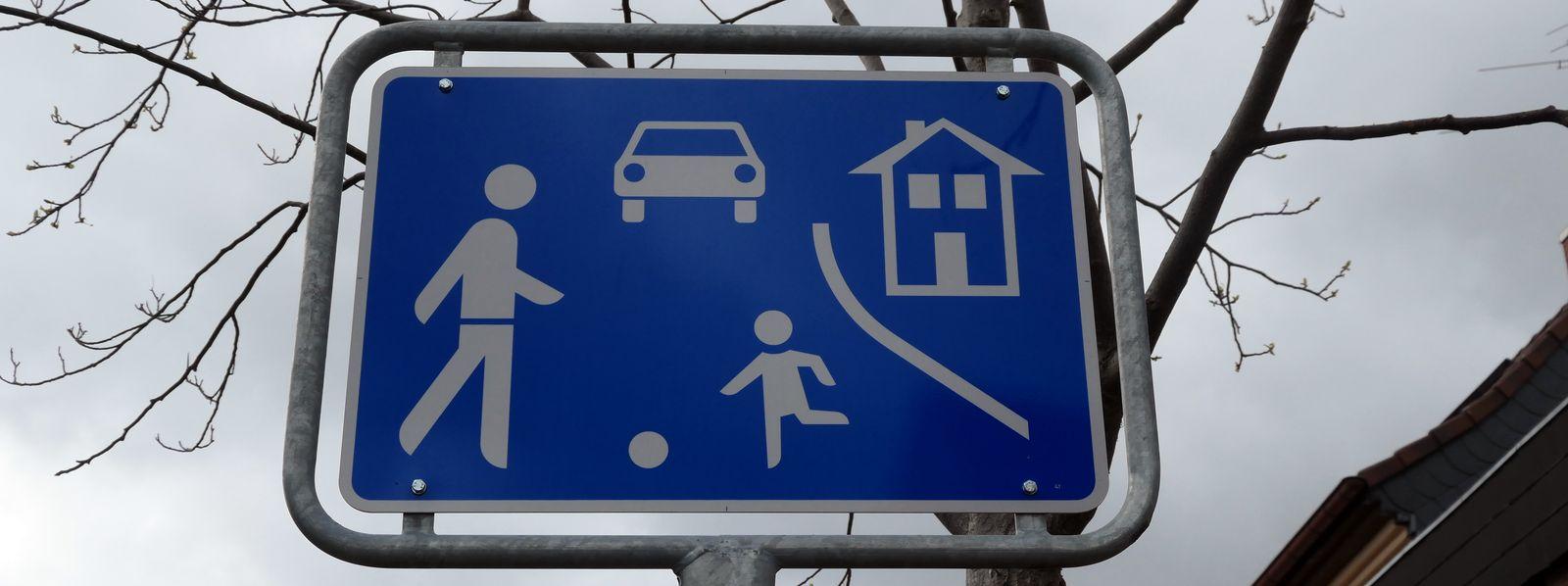 """Verkehrsberuhigter Bereich, """"Spielstraße"""", oder: Was ist eigentlich Schrittgeschwindigkeit?"""